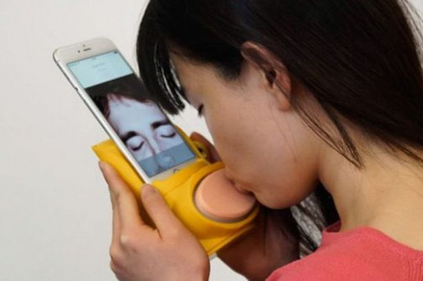 New Kissenger Gadget lets you Smooch through your Phone Screen